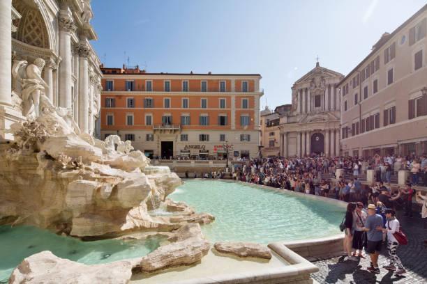 piazza di trevi with fontana di trevi in foreground - roma foto e immagini stock