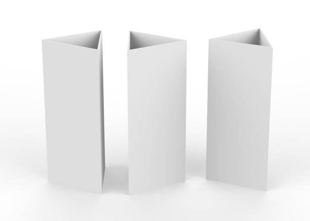 dreieck-karte auf isolierten weißen hintergrund, 3d illustration - sprüche kalender stock-fotos und bilder