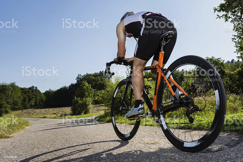 Triatleta in bicicletta - foto stock