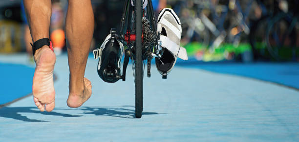 Bicicleta de Triatlón la zona de transición - foto de stock