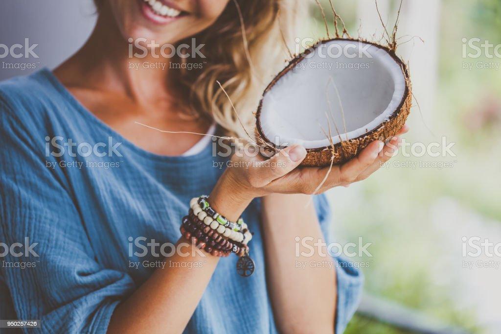 Indianerin mit Kokosnuss-Schale – Foto