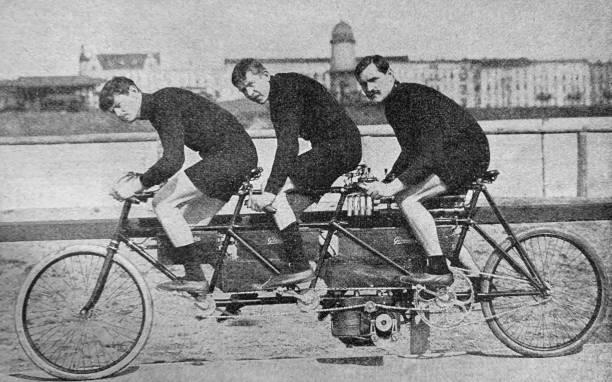 bici da corsa triciclo con motore - antico vecchio stile foto e immagini stock