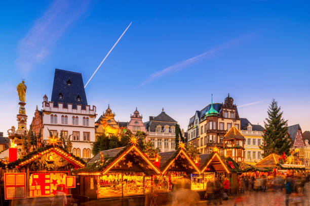trier - weihnachtsmarkt - adventgeschichte stock-fotos und bilder
