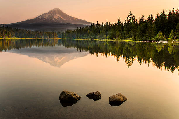 Trillium Lake Sunrise Sunrise in Trillium lake Oregon, USA mt hood stock pictures, royalty-free photos & images