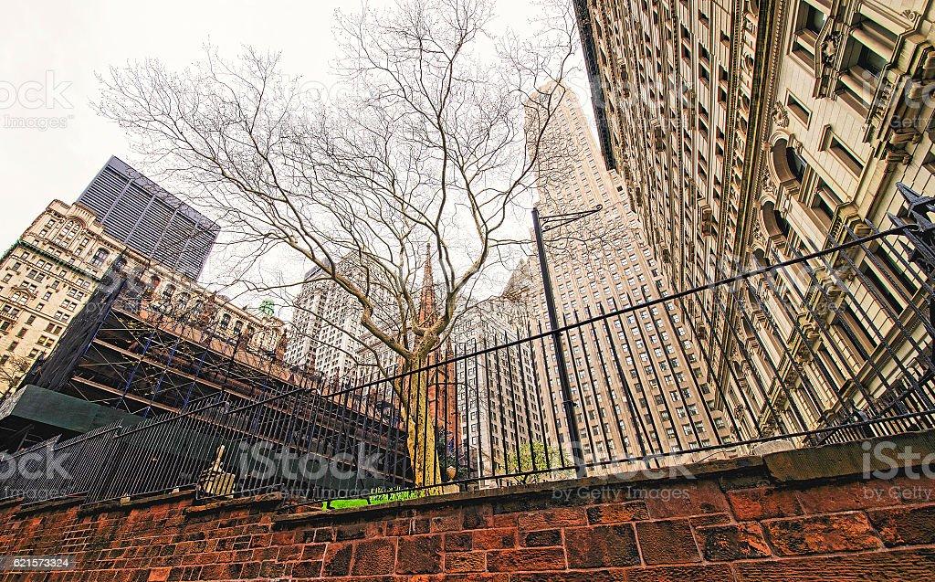 Trinity Church in Manhattan under construction photo libre de droits