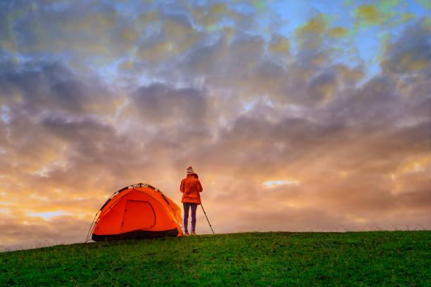 ausflug 6 - zelt stehhöhe stock-fotos und bilder
