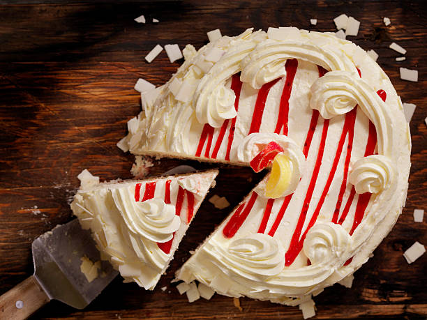 triple layered lemon, raspberry cake - himbeerzuckerguss stock-fotos und bilder