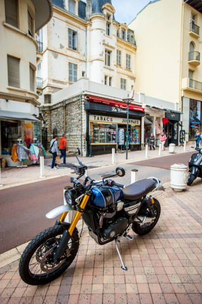 triumph motorcycle parked in biarritz city center, france - triumph foto e immagini stock