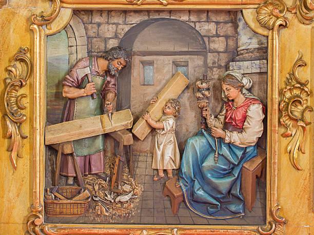 trnava, eslovaquia tallado alivio de la sagrada familia - san josé carpintero fotografías e imágenes de stock