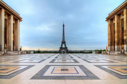 Trocadero cloudy Eiffel