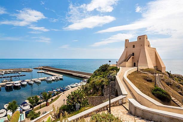 Troglia tower und der marina in Sperlonga, Lazio Italien – Foto