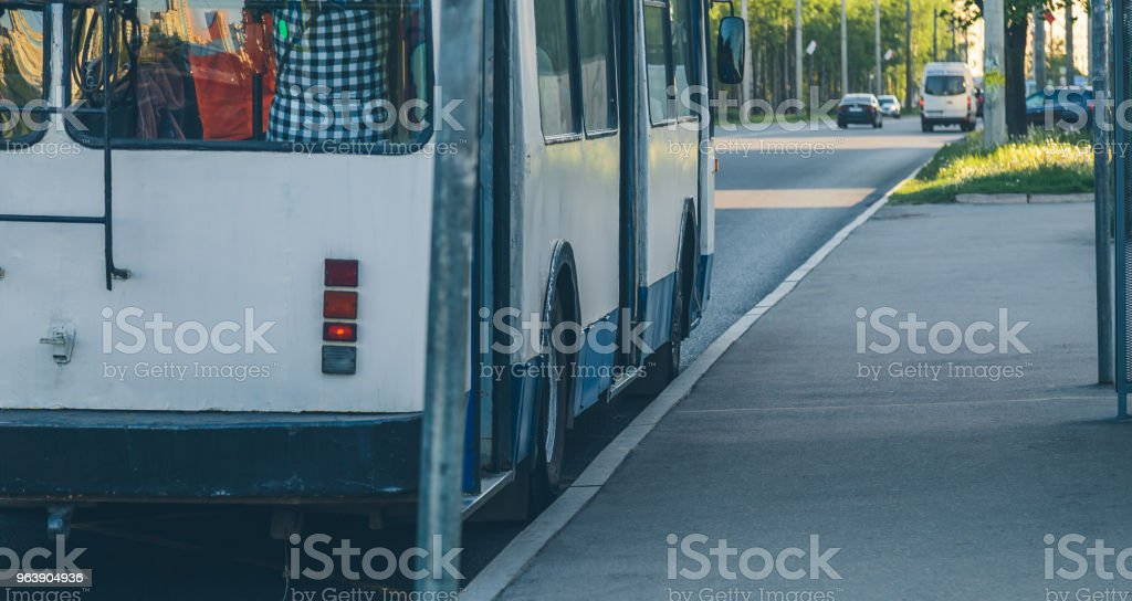 trolleybus at a close-up stop - Royalty-free Architecture Stock Photo