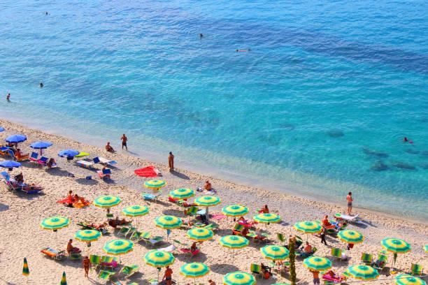 tropea beach, calabria, italy - foto di tropea foto e immagini stock