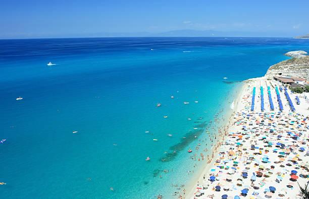 spiaggia di tropea - foto di tropea foto e immagini stock