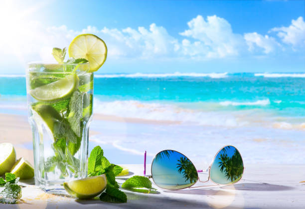 tropic summer vacation; Exotic drinks on blur tropical beach background - foto stock