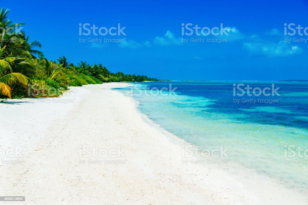 Tropischer Strand im Canareef Resort Malediven Herathera Island, Addu atoll – Foto