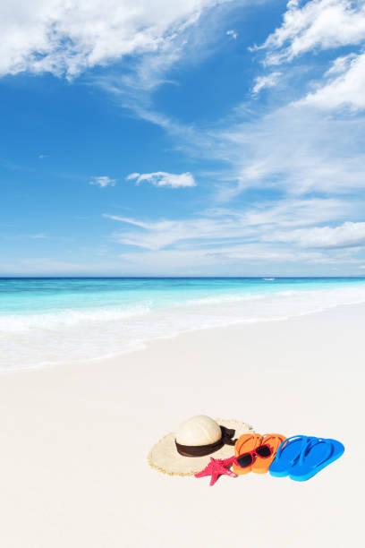tropical beach urlaub konzept - flitterwochen flip flops stock-fotos und bilder