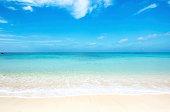 トロピカルビーチで沖縄で、晴れた日