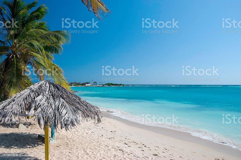Pusty tropikalnej plaży – zdjęcie