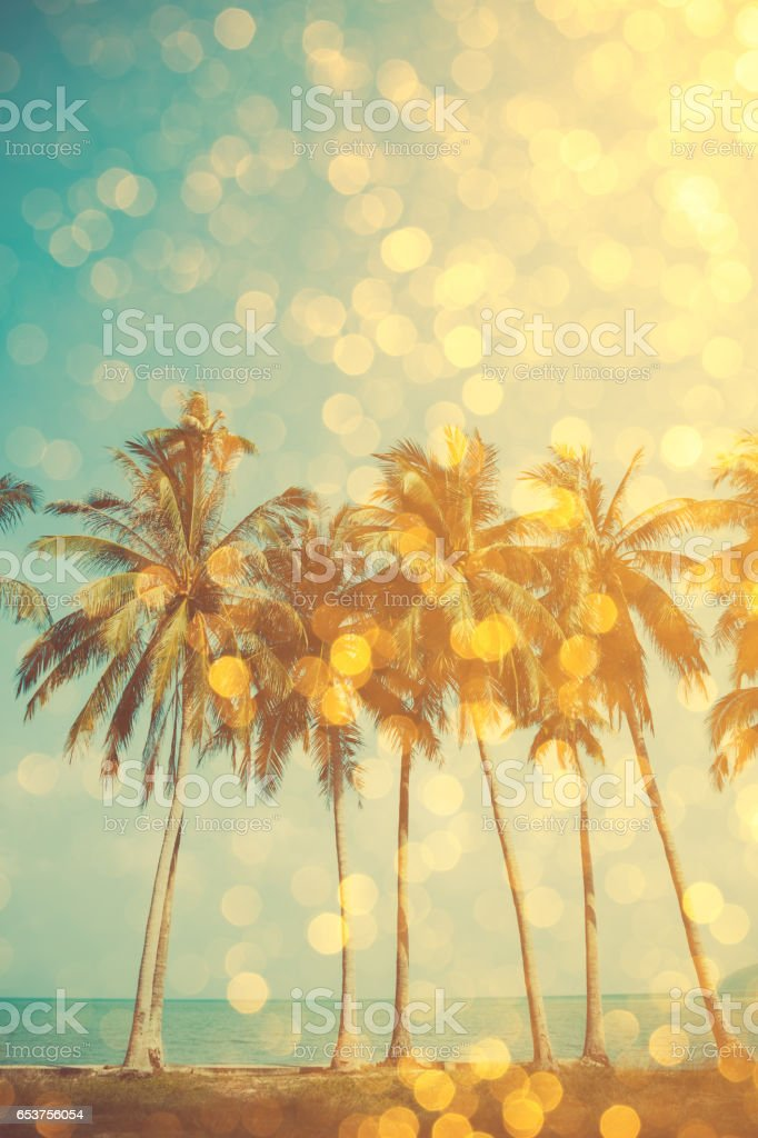 Tropical beach with golden party glamour bokeh overlay – Foto