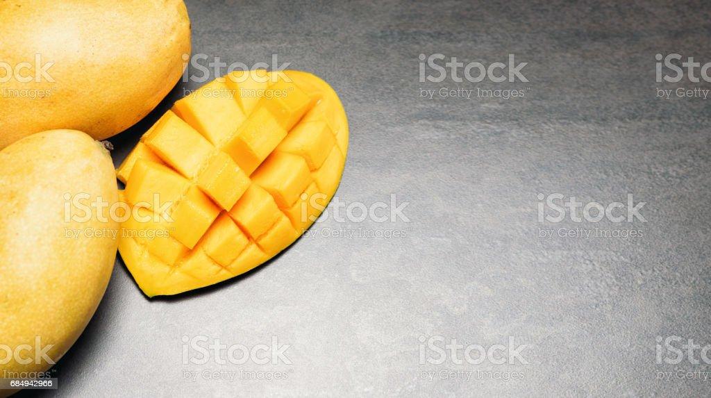 Tropischen frisches Obst am Steintisch Lizenzfreies stock-foto