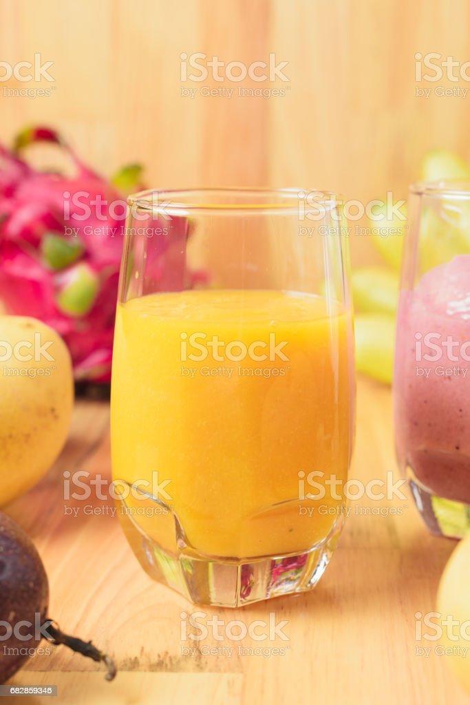 Tropische Frische Smoothie in einem Glas Lizenzfreies stock-foto