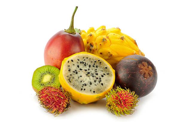 tropische früchte - kaktusfrucht stock-fotos und bilder