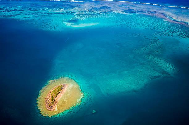 île tropicale, vue aérienne, coral reef, de la collectivité territoriale de mayotte/lagon, vue aérienne - comores photos et images de collection