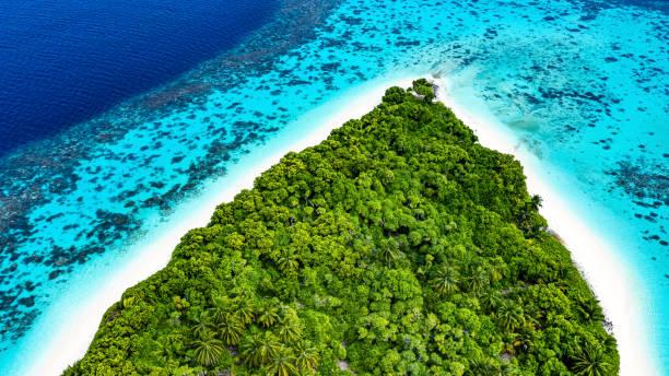 okyanusta tropikal ada - pasifik okyanusu stok fotoğraflar ve resimler