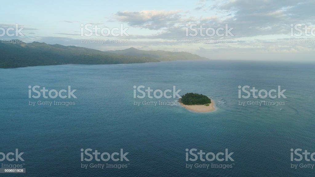 Tropical de la isla Rosa con playa de arena - Foto de stock de Agua libre de derechos