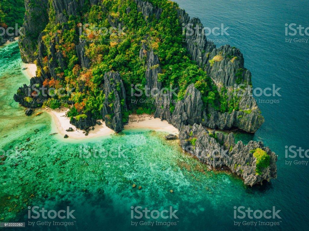 Tropischen Insel mit Felsen, Palawan, Philippinen – Foto