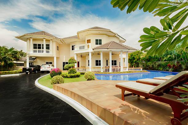 tropical paradise villa - ferienhaus thailand stock-fotos und bilder