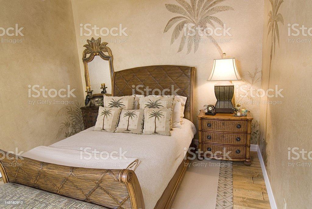 Balinesischen Stil Schlafzimmer mit Rattan-Decke und Bambus ...