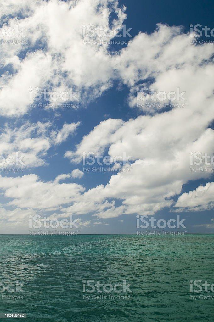Tropical, vista al mar foto de stock libre de derechos