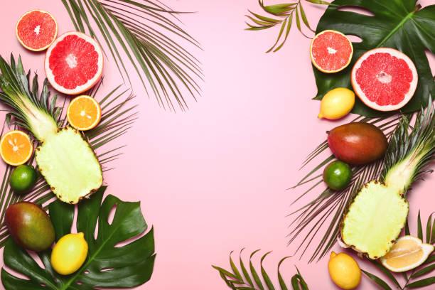 다양 한 열 대 과일과 열 대 여름 배경 - 열대 과일 뉴스 사진 이미지
