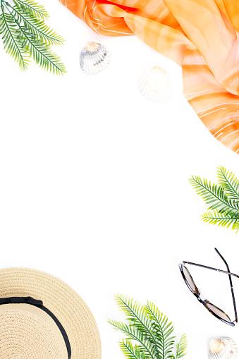 여성 패션 액세서리 나뭇잎과 흰색 바탕에 파인애플과 열 대 여름 개념 평면 위치 최고 보기 개인 장식품에 대한 스톡 사진 및 기타 이미지