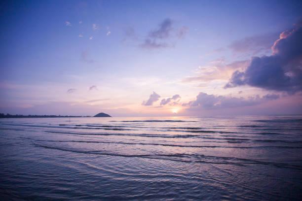Tropischer Sonnenuntergang am Strand – Foto