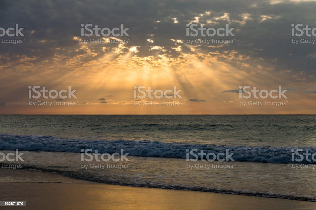 Tropical sunset over a calm ocean from the beach at Boa Vista, Cape Verde - foto stock