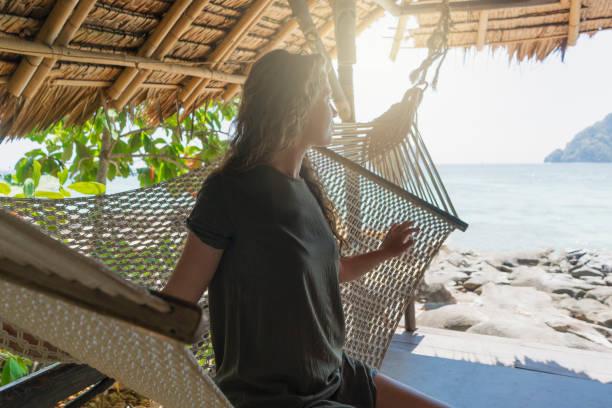 tropischer aussicht - ferienhaus thailand stock-fotos und bilder