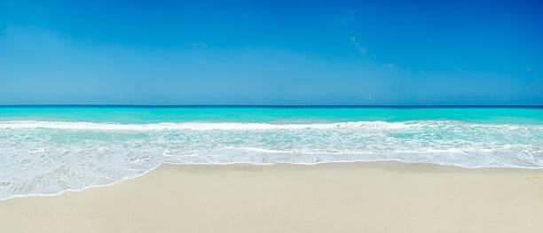 トロピカルな白砂のビーチ ストックフォト