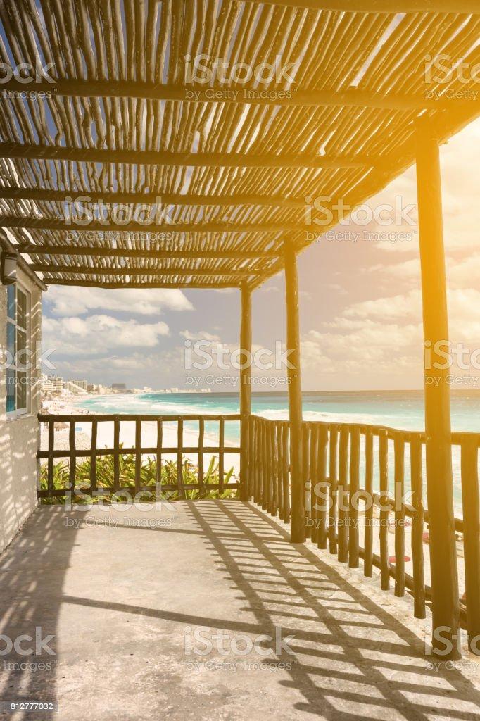 Terraza De Madera Tropical Cerca Del Mar Caribe Foto De
