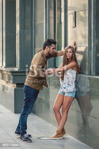 993706062 istock photo Trouble in paradise 925170300