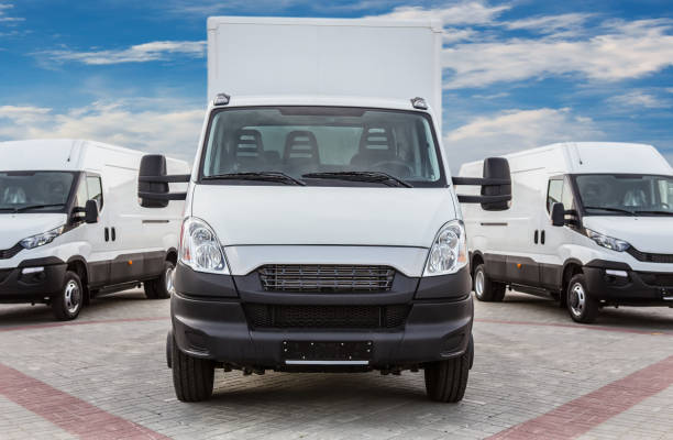 lkw und kleinbusse warenlieferung - van stock-fotos und bilder