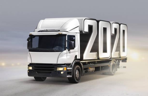 LKW liefert 2020 bis Neujahr im Winter – Foto