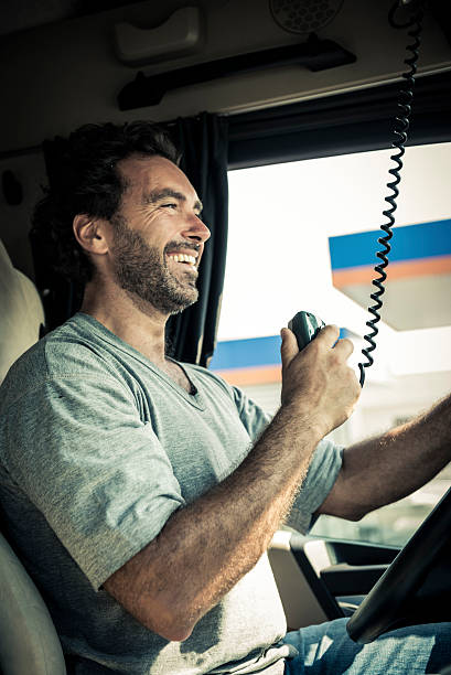 LKW-Fahrer mit dem CB Radio – Foto