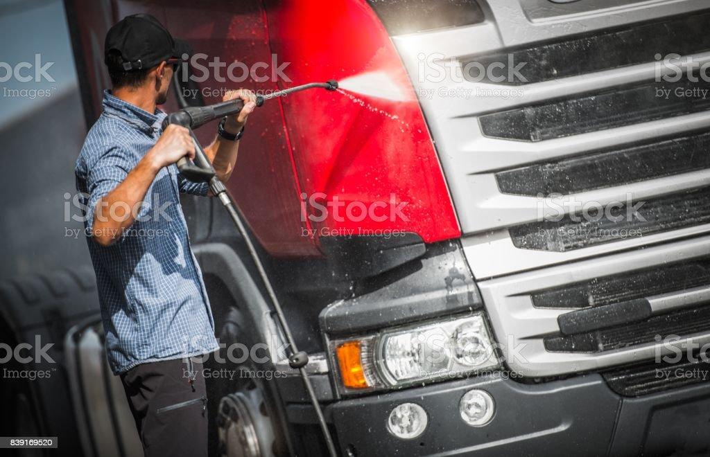 Chauffeur de camion, laver son Semi - Photo