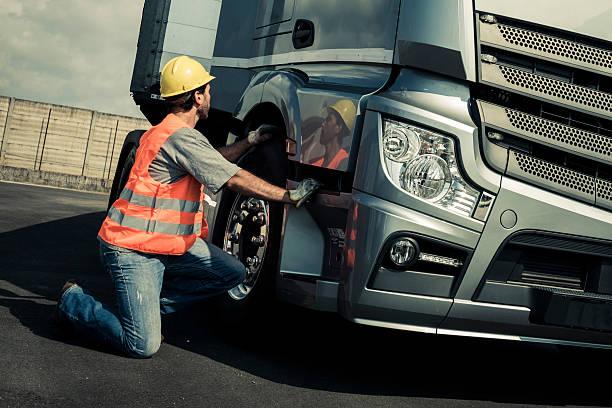 LKW-Fahrer, die In einem LKW – Foto