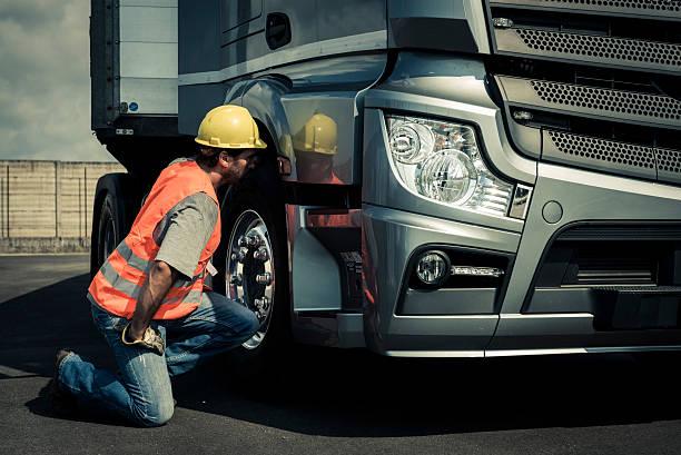 Lastwagenfahrer Arbeiten auf einem LKW – Foto
