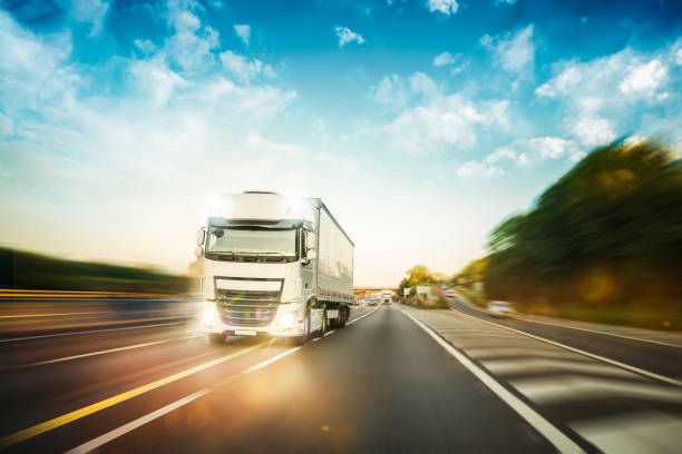 Truck driving on the M1 motorway in United Kingdom Truck driving fast during delivery on the motorway asphalt road uk stock pictures, royalty-free photos & images