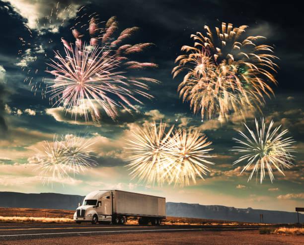 lkw für das neue jahr - aufgemotzte trucks stock-fotos und bilder